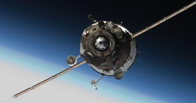 Uzay aracı Dünya'ya düşüyor