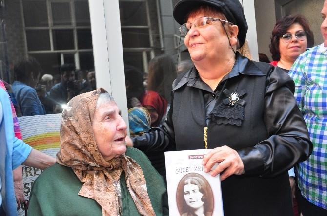 100 Yaşındaki Annesinin Hayatını Yazdı