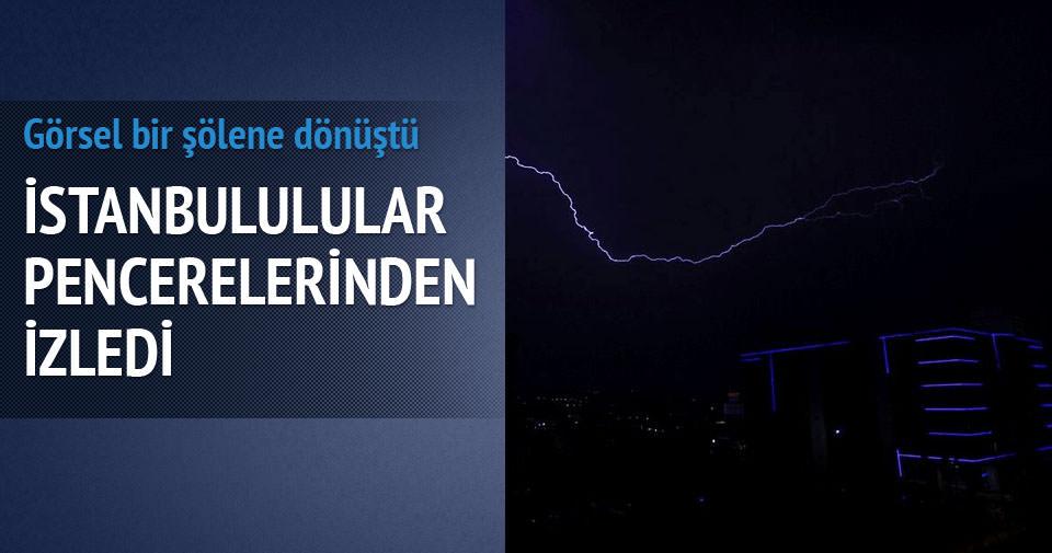 İstanbul'da şimşeklerin dansı!