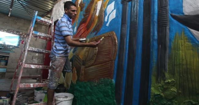 Engelli Filistinli duvarları resmediyor
