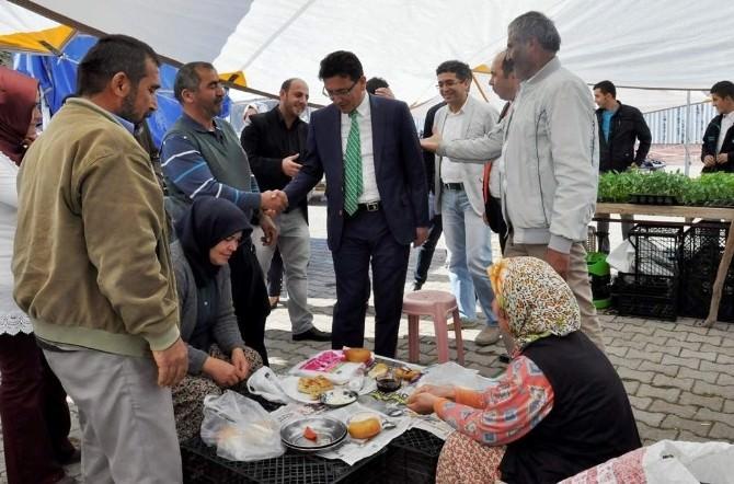 AK Parti'li Atay Uslu Pazar Esnafıyla Buluştu