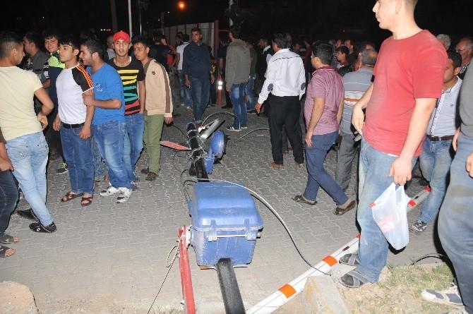 Tarsus'ta Hemzemin Geçitte Akıl Almaz Kazada 5 Kişi Yaralandı