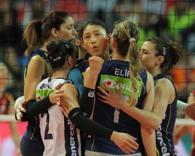 Kadınlar Voleybolda Şampiyon Fenerbahçe Grundig
