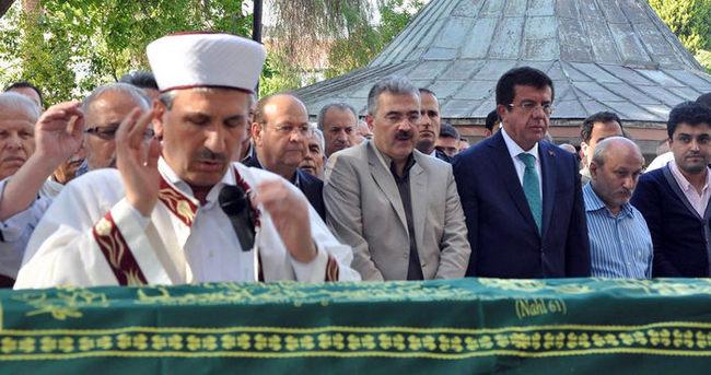 Zeybekci akrabasının cenaze törenine katıldı