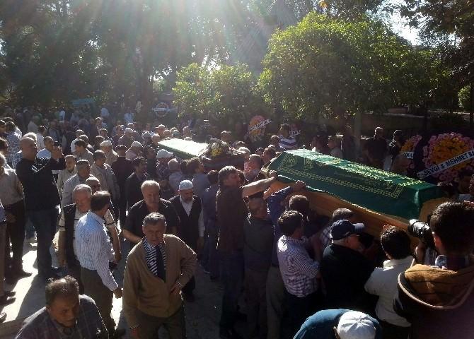 Bakan Zeybekci, Aydın'da Akrabasının Cenazesine Katıldı