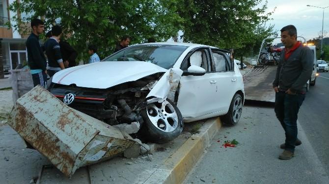 Otomobil Kaldırıma Çıktı: 1 Yaralı