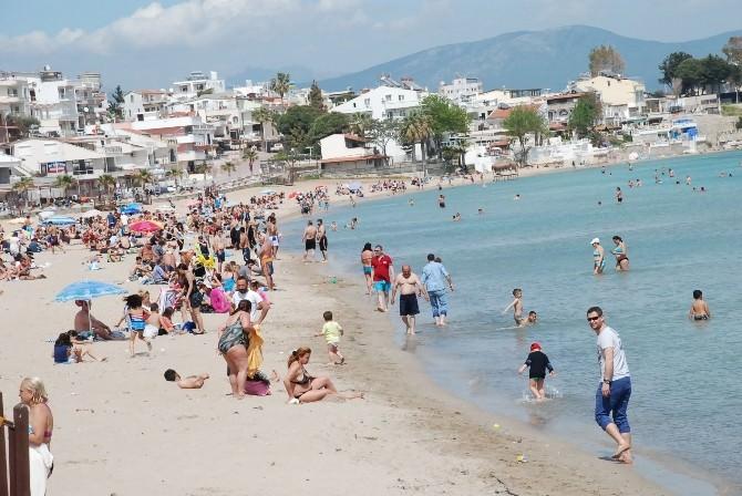 Altınkum Plajı Misafirlerini Ağırlamaya Başladı