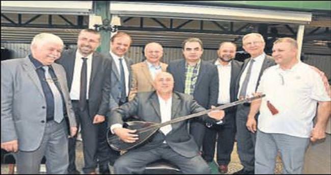 Cemil Şeboy'a 'fahri başkanlık' beratı