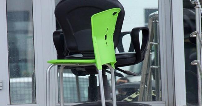 Sandalyeden düşüp hayatını kaybetti