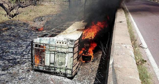 Hindistan'da otobüs kazası: 21 ölü