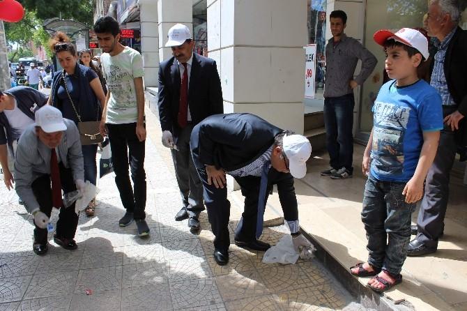 Adıyaman'da Yetkililer Ve Öğrenciler Çöp Topladı