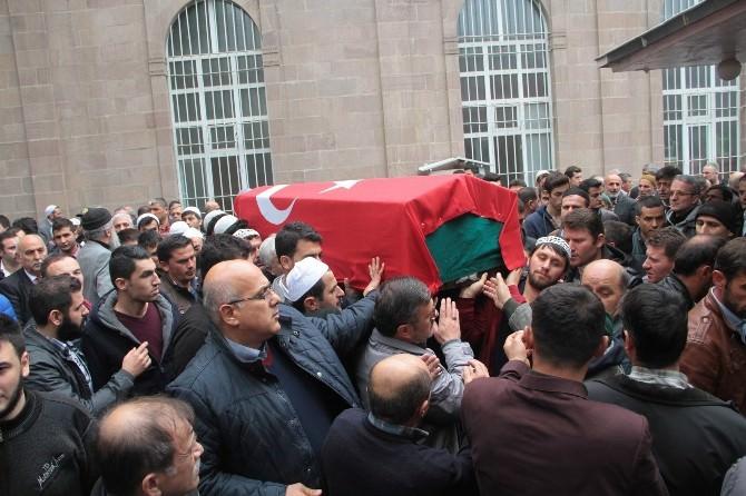 Ankara'da İntihar Eden Polis Samsun'da Toprağa Verildi