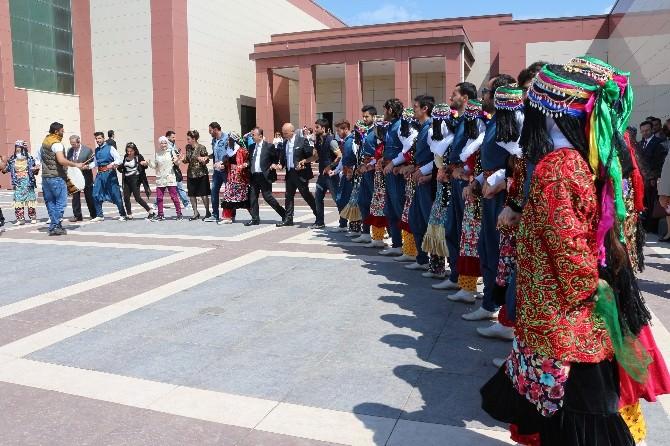 Diyarbakır'da 'Hep Beraber Sanat' Sergisi Açıldı