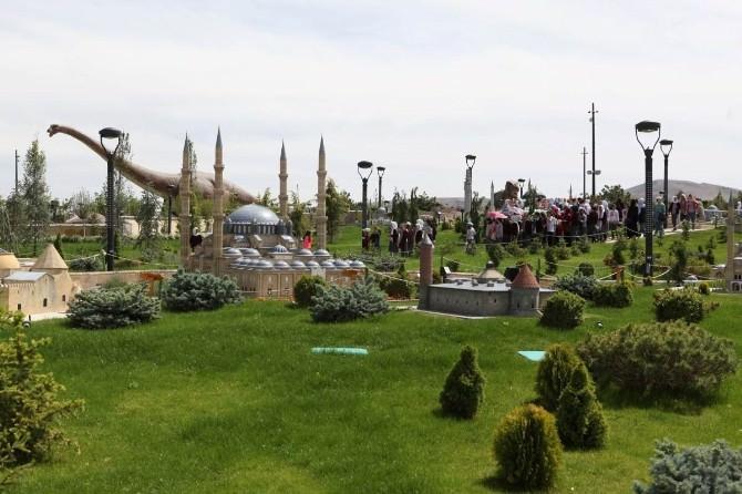 80 Binde Devr-i Alem Parkını 800 Bin Kişi Ziyaret Etti