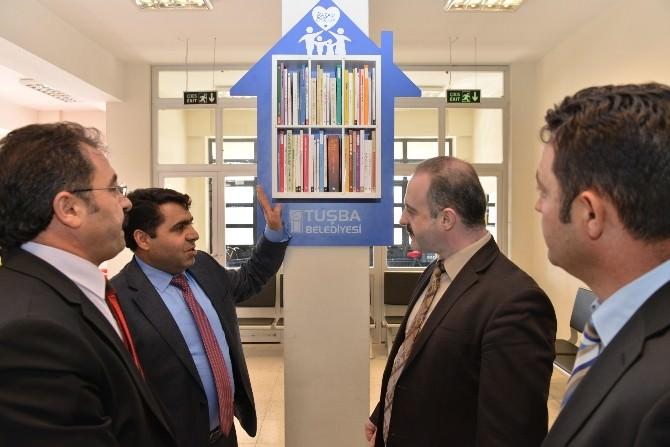 Tuşba Belediyesi'nden Okullara Mini Kütüphane