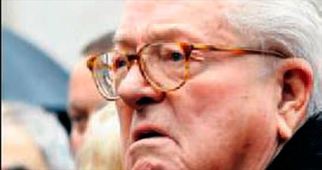 Le Pen'in partisine üyeliği askıya alındı