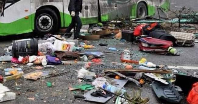 Otobüs köprüden hendeğe düştü: 21 ölü