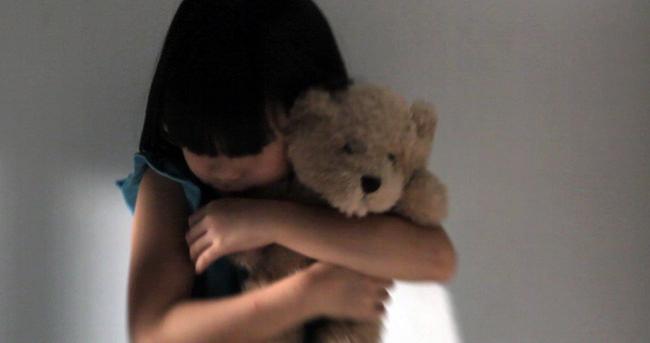 Kadın psikologtan çocuğa taciz