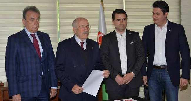 Bursaspor'da Murat Yanıklar adaylıktan çekildi