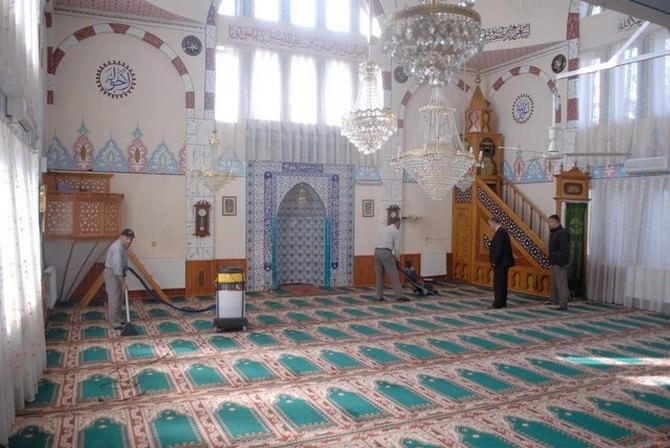 Bolvadin'de Camii Temzilikleri Devam Ediyor