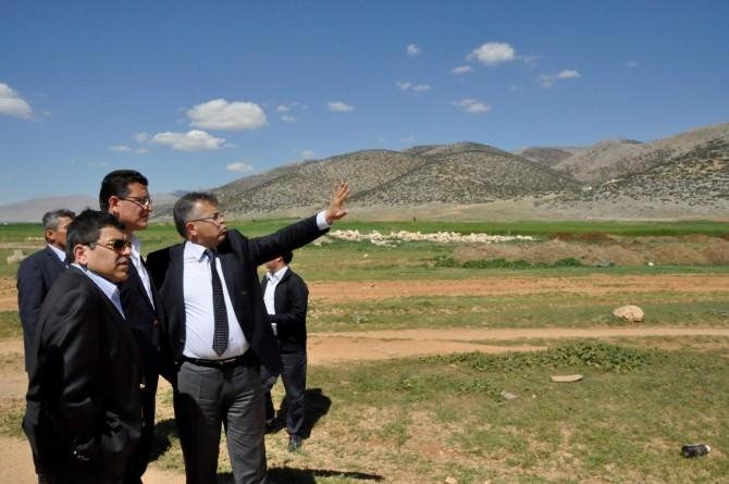 AK Parti'li Adaylar Elmalı Mermer İhtisas OSB Alanında İncelemelerde Bulundu