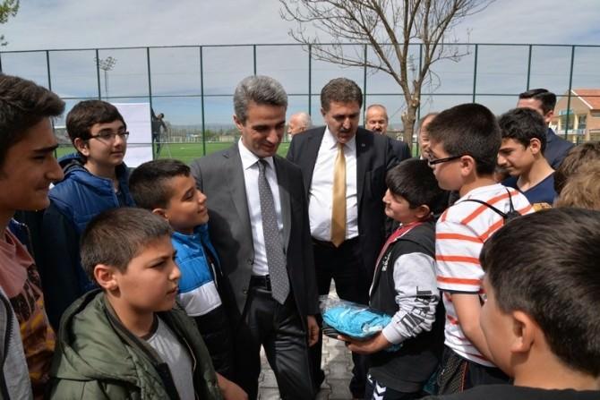 Bolu Valisi Aydın Baruş Minik Sporcularla Buluştu