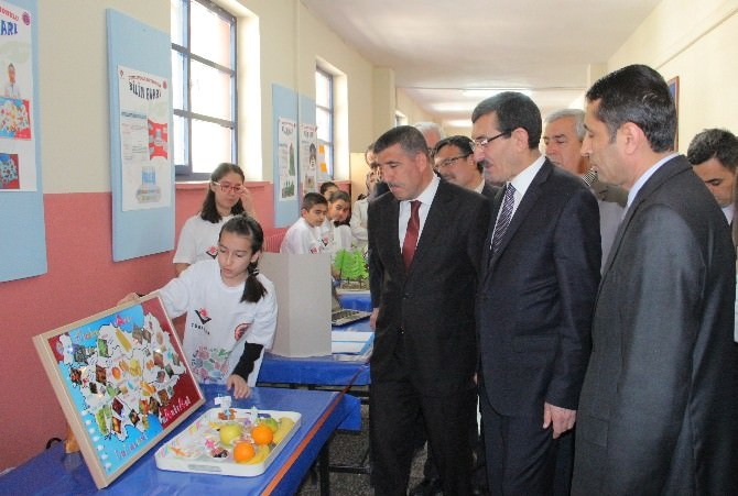 Elazığ'da TUBİTAK Destekli '4006 Bilim Fuarı' Açıldı