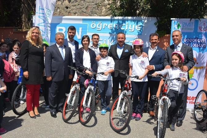 İzmit Belediyesi'nden Öğrencilere Bedava Bisiklet