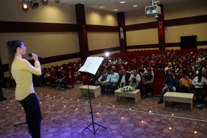 KMÜ'de Şiir Dinletisi Düzenlendi