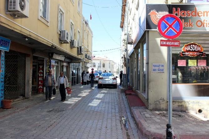 Belediye Sarayı Sokağına Araç Park Etmek Yasaklandı