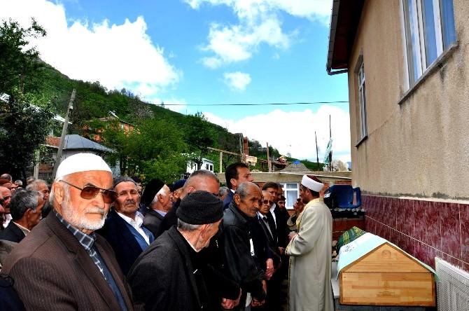 Konya'daki Trafik Kazasında Hayatını Kaybeden Önal Memleketi Giresun'da Toprağa Verildi