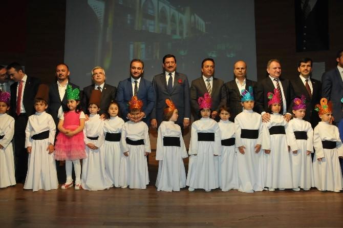 Çocuk Kulübü'nde Çocuklar Kur'an-ı Kerim Öğreniyor