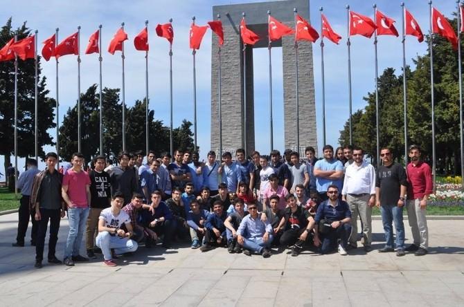 Kütahya Belediyesi, 44 Yabancı Uyruklu Öğrenciyi Çanakkale'ye Götürdü