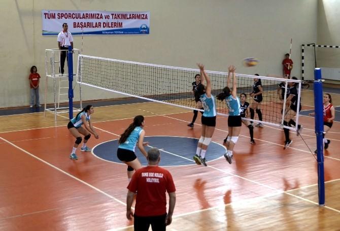 Söke'de Genç Kızlar Voleybol Grup Eleme Müsabakaları Başladı