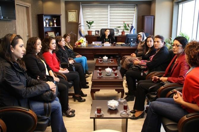 Van Büyükşehir Belediyesi Kadın Kurulu, Eş Başkan Çoban'ı Ziyaret Etti
