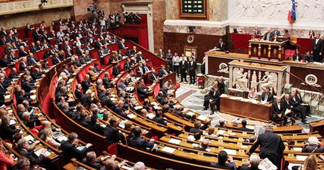 Fransa'da yeni istihbarat yasası onaylandı