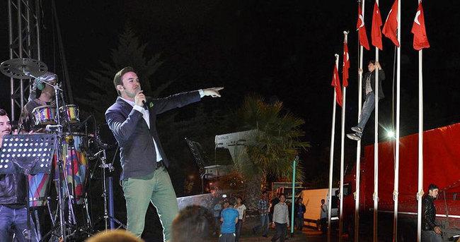 Mustafa Ceceli konserinde olay çıktı