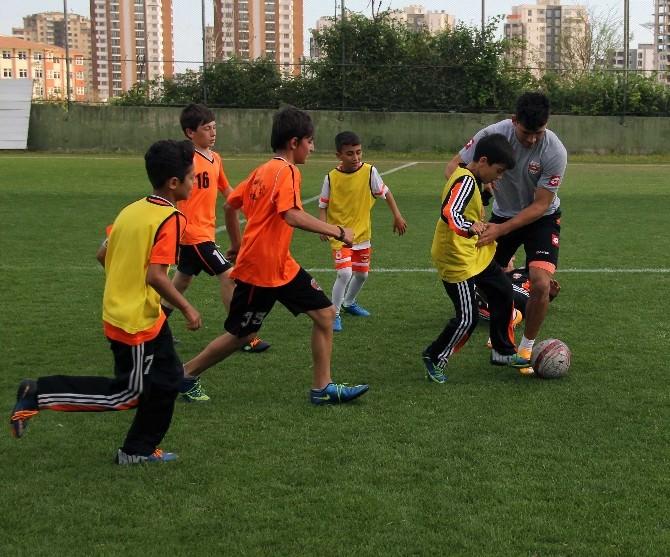 Minik Adanasporlular Tiago Ve Samican İle Futbol Oynadı
