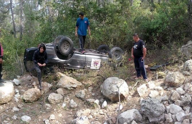 Devrilen Off- Road Aracınıda Bulunan İki Kişi Yaralandı