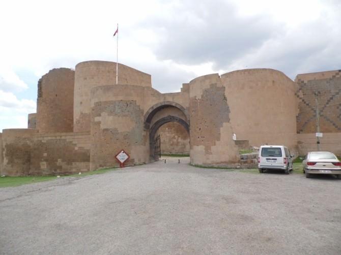 Antik Kenti Her Gün Yüzlerce Yerli Ve Yabancı Turist Ziyaret Ediyor