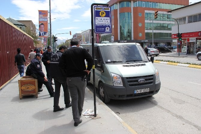 Erzincan'da Banka Aracını Kriko İle Soymaya Kalkıştılar