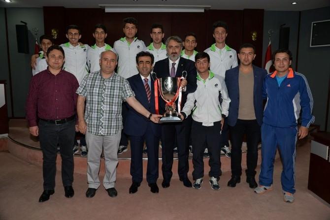Vali Güzeloğlu, STK Temsilcileri İle Dernek Yöneticilerini Ağırladı