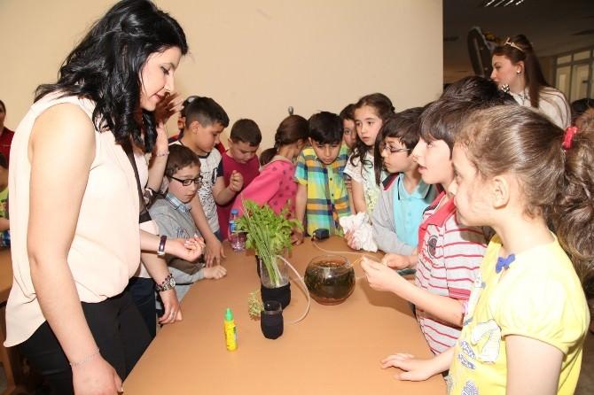 Öğretmen Adayları Bilim Eğitim Fuarı'nda Buluştu