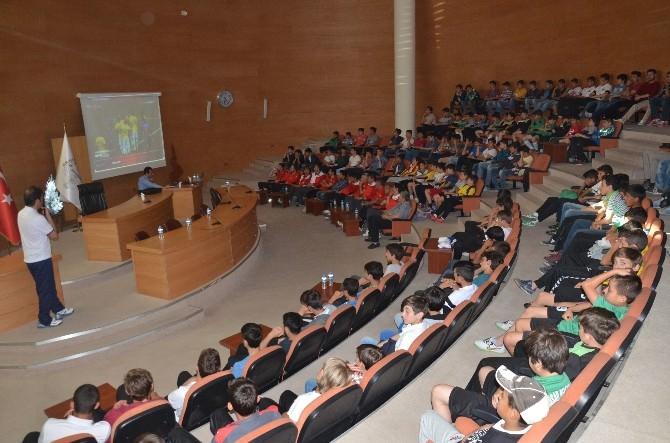 Akhisar Belediyespor Alt Yapı Futbolcularına Oyun Kuralları Anlatıldı