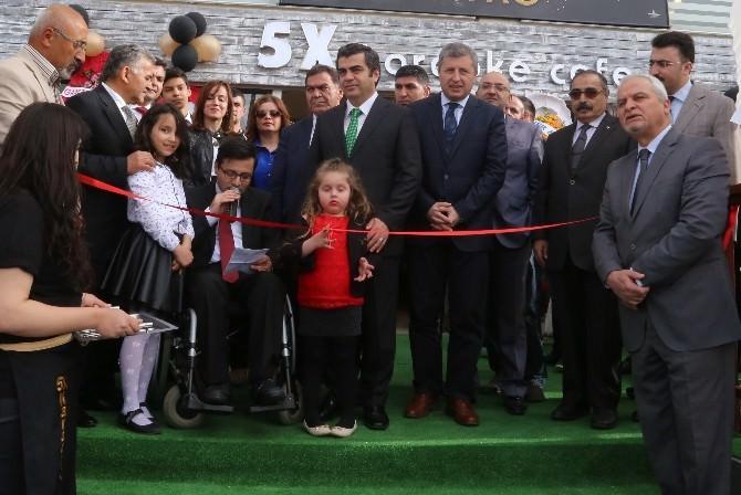 Vali Düzgün, Engelli Vatandaşı Kafe Açılışında Yalnız Bırakmadı