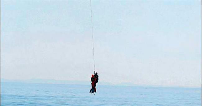 Ege Denizi'nde kaçak kurtarma tatbikatı