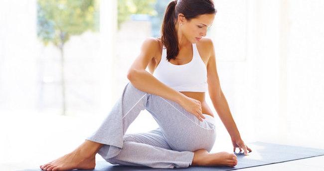 Düz ve sıkı bir karın için 5 yoga hareketi