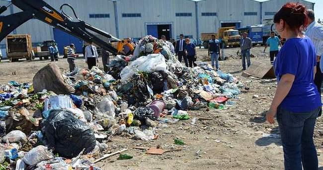 17 bin lirayı çöpe attı