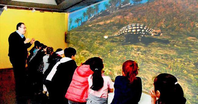 Bilim Merkezi'nde dinozor gösterisi