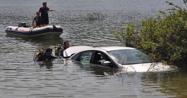 3 Rus otomobilleriyle baraj gölüne uçtu